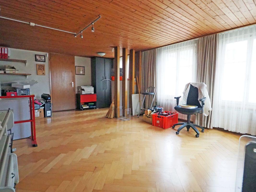heller gut geformter Wohnraum
