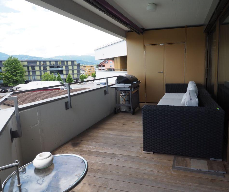 Balkon mit Abstellschrank