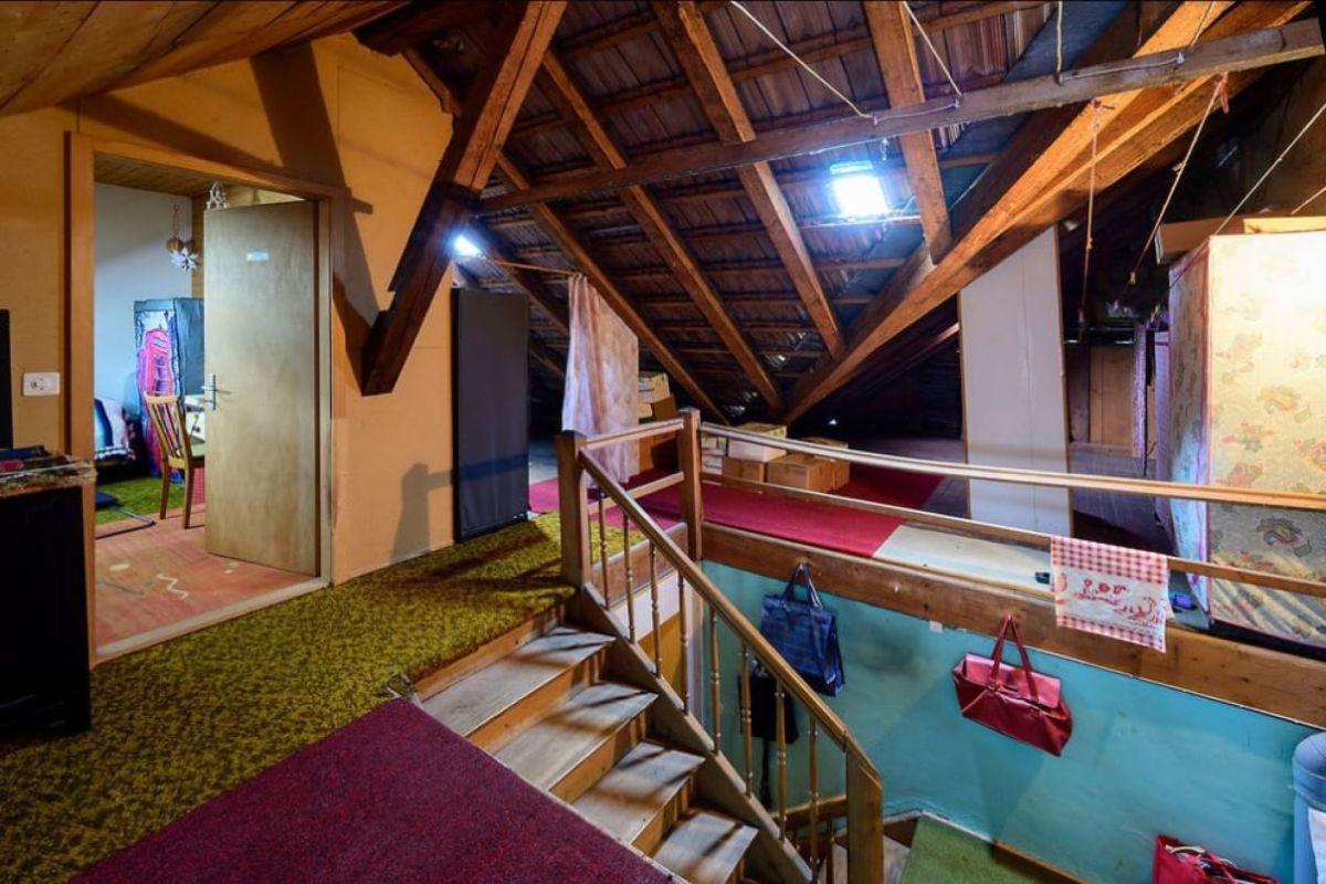 Dachstock mit zusätzlichem Zimmer