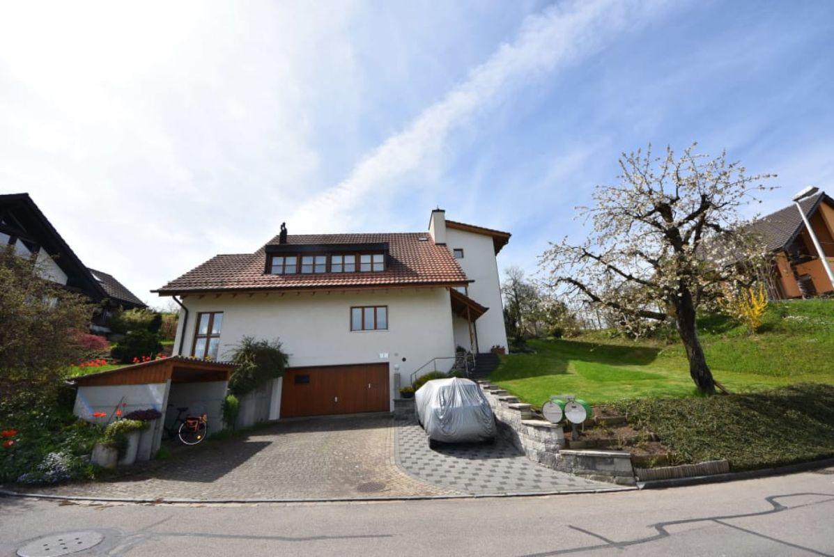 Grosszügiges Einfamilienhaus in Lampenberg sucht Familie