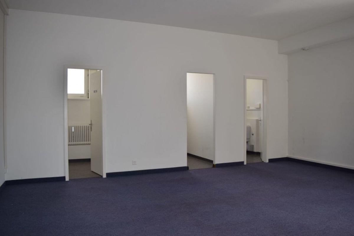 Büroraum und WC-Anlagen/Küche