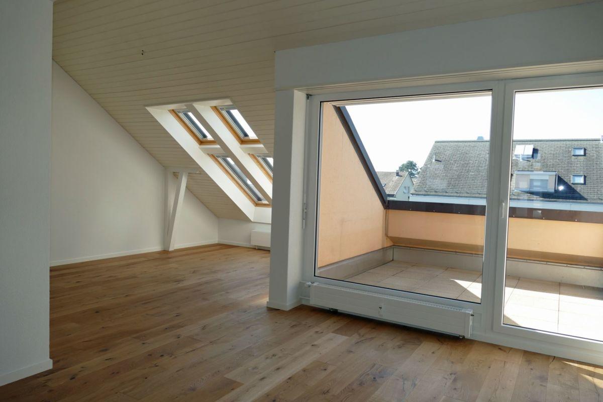 Wohnbereich mit Blick zu Terrasse