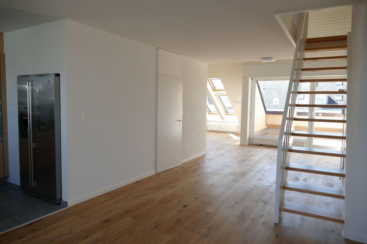 Blick vom Essbereich zu Treppenaufgang Galerie