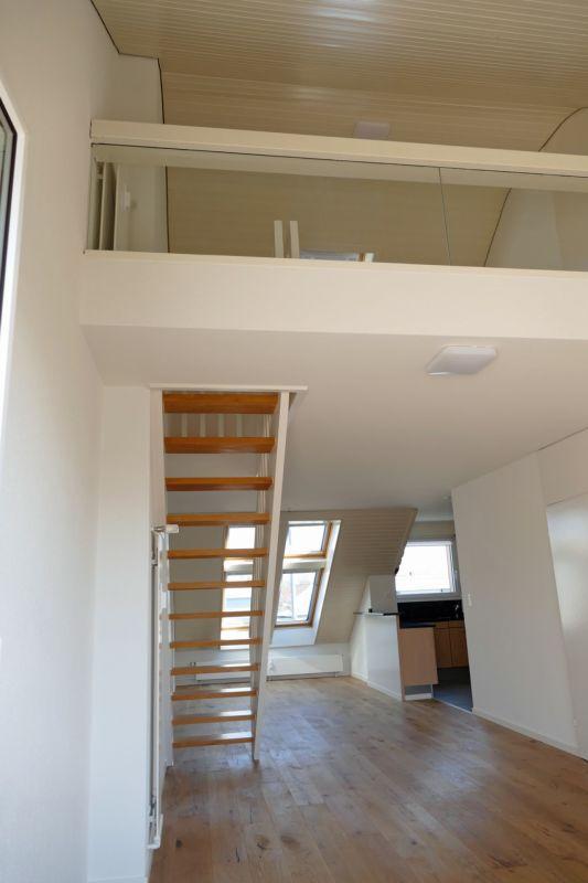 Blick zu Essbereich mit Galerie oben