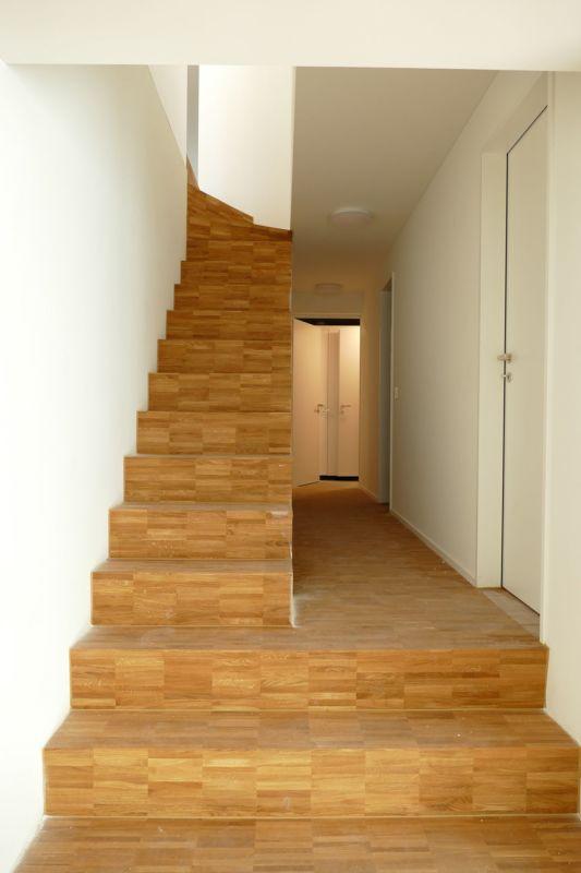 interne Treppe ins Untergeschoss