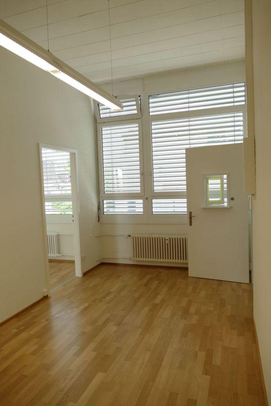 Vorraum mit Blick zu Türe Entrée-Bereich und links Zugang zu Raum 1