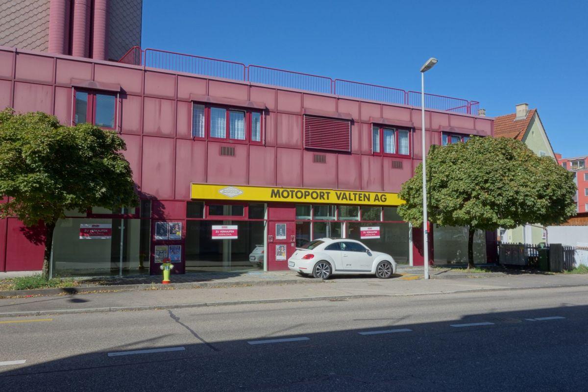 Geräumiges Ladenlokal mit grossen Schaufenstern in Dietikon