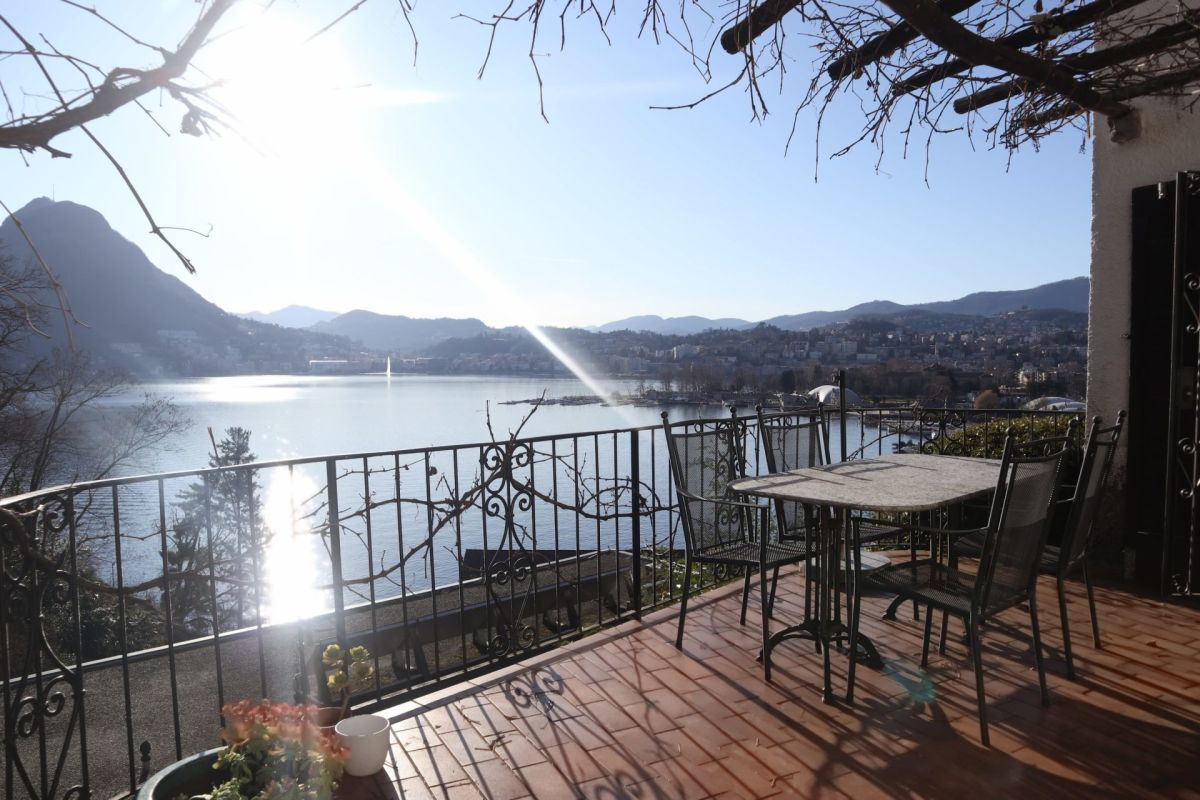 Romantica casa con splendida vista lago