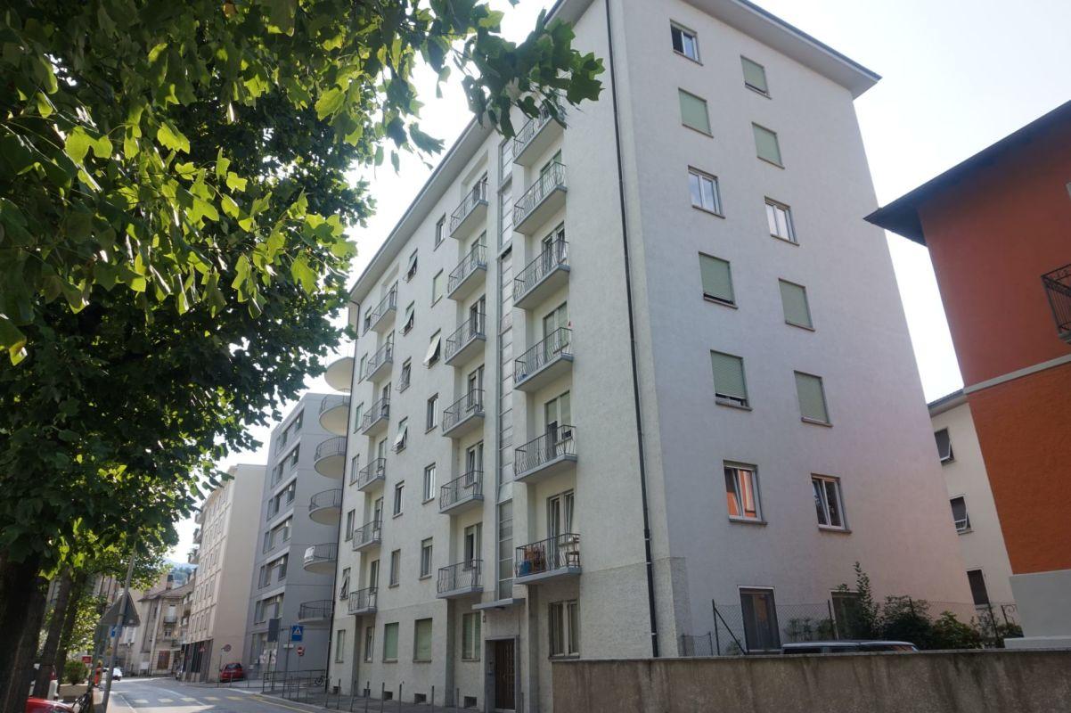 5.5 locali in posizione strategica con balcone