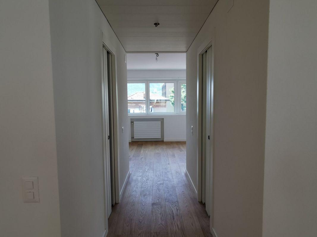 Corridoio con pavimento in parquet