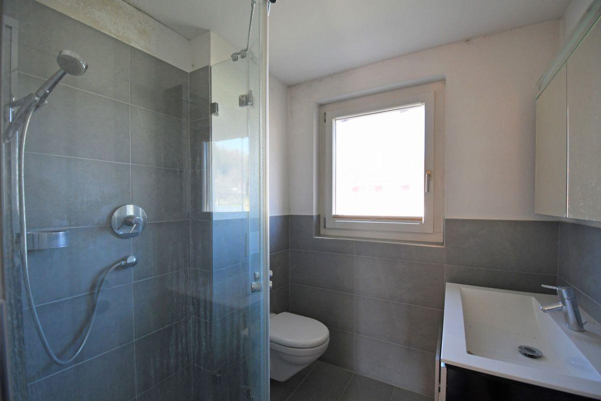Bad mit Dusche im 1. Stock