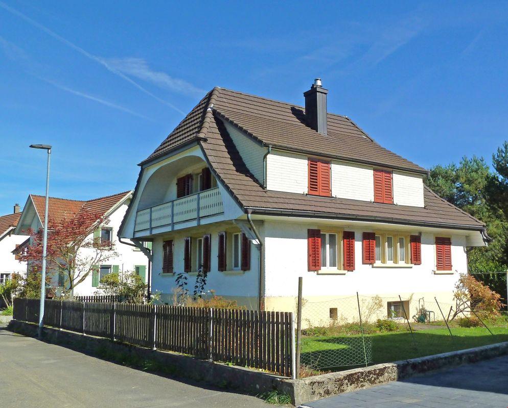 Einfamilienhaus mit Potential und viel Umschwung