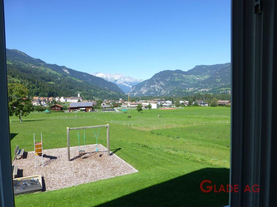 ....herrlichem Ausblick zum Schulhaus in Cazis