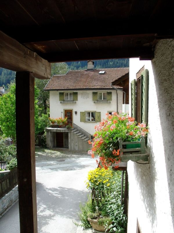 Blick von Eingangstüre Richtung Dorf