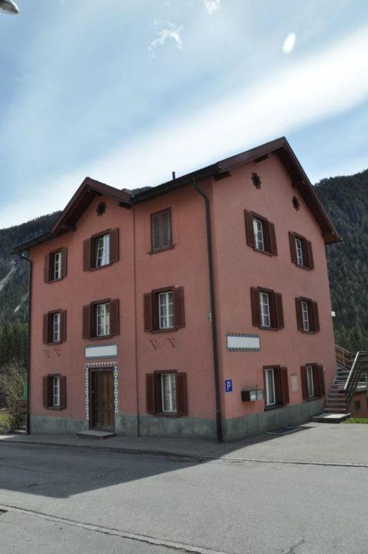 Haus mit zwei Wohnungen in Alvaneu
