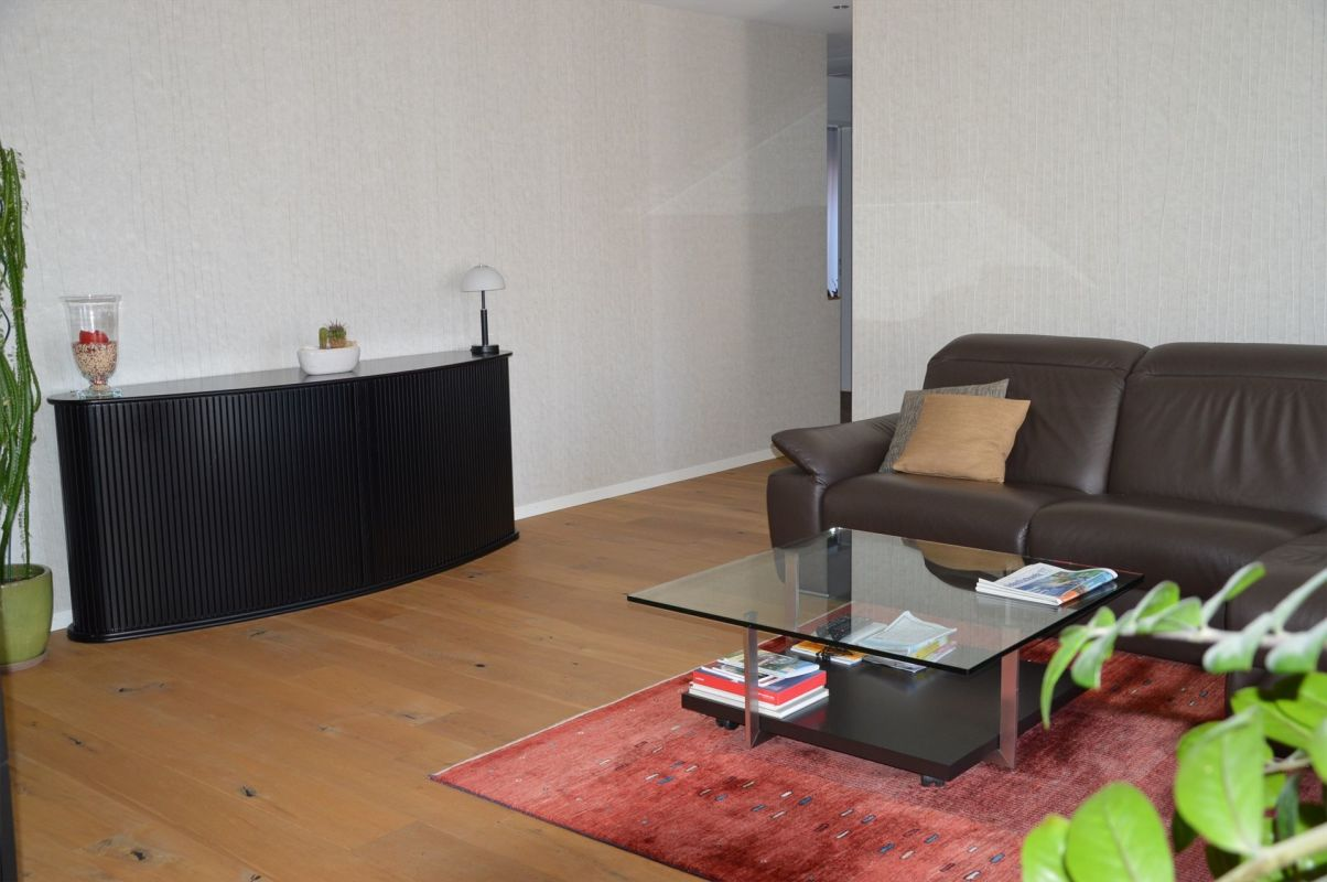 Wohnzimmer mit Blick Richtung Gang/Schlafzimmer