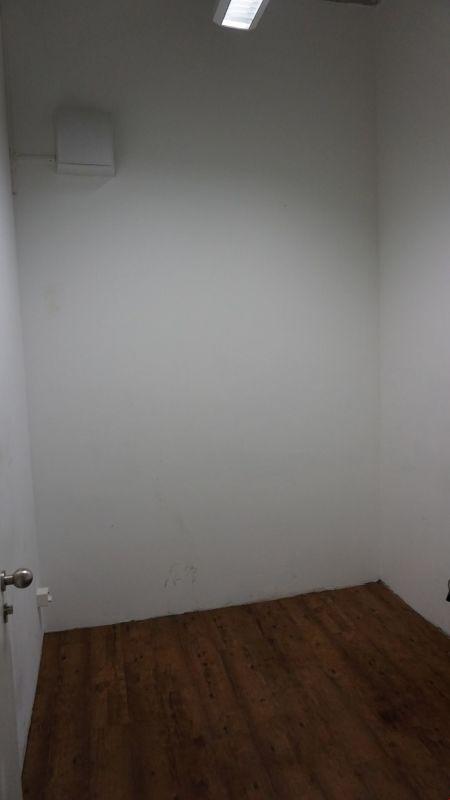 Kleiner Raum mit Lavabo
