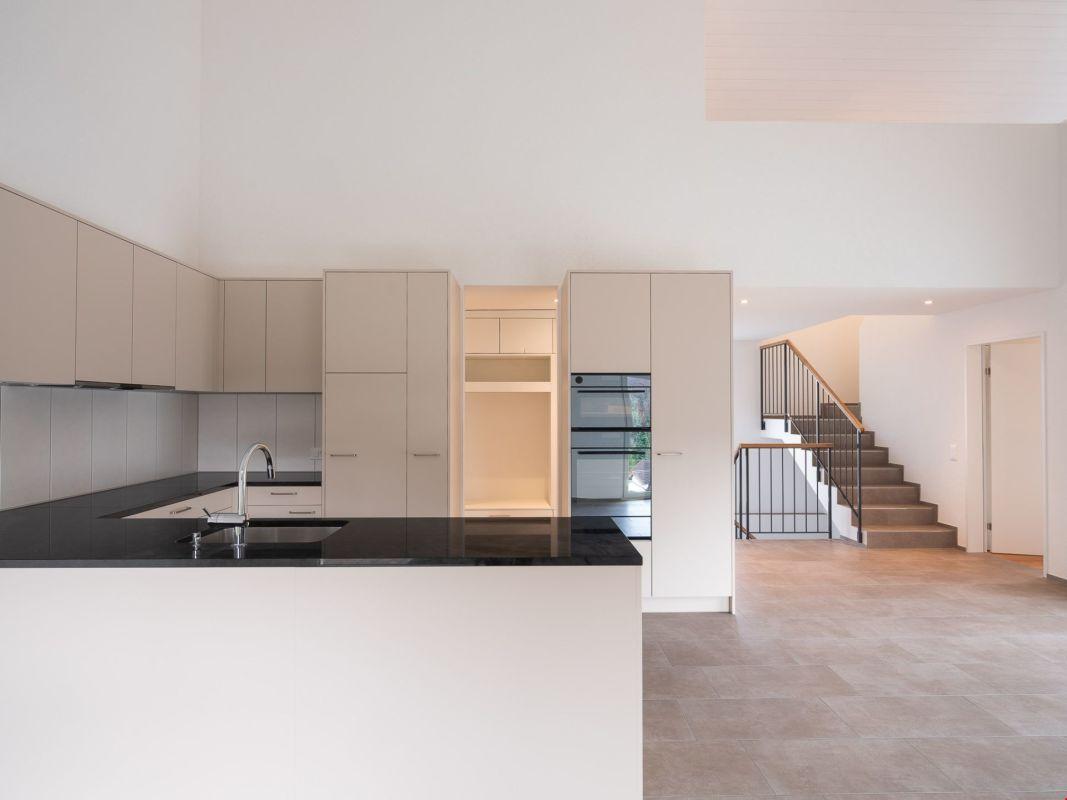 Neues Einfamilienhaus mit grosser angebauter Doppelgarage