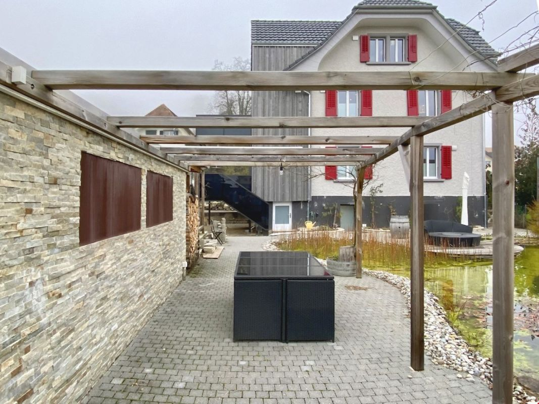 Moderne 3-Zimmerwohnung mit Balkon & Gartenoase mit Naturschwimmteich