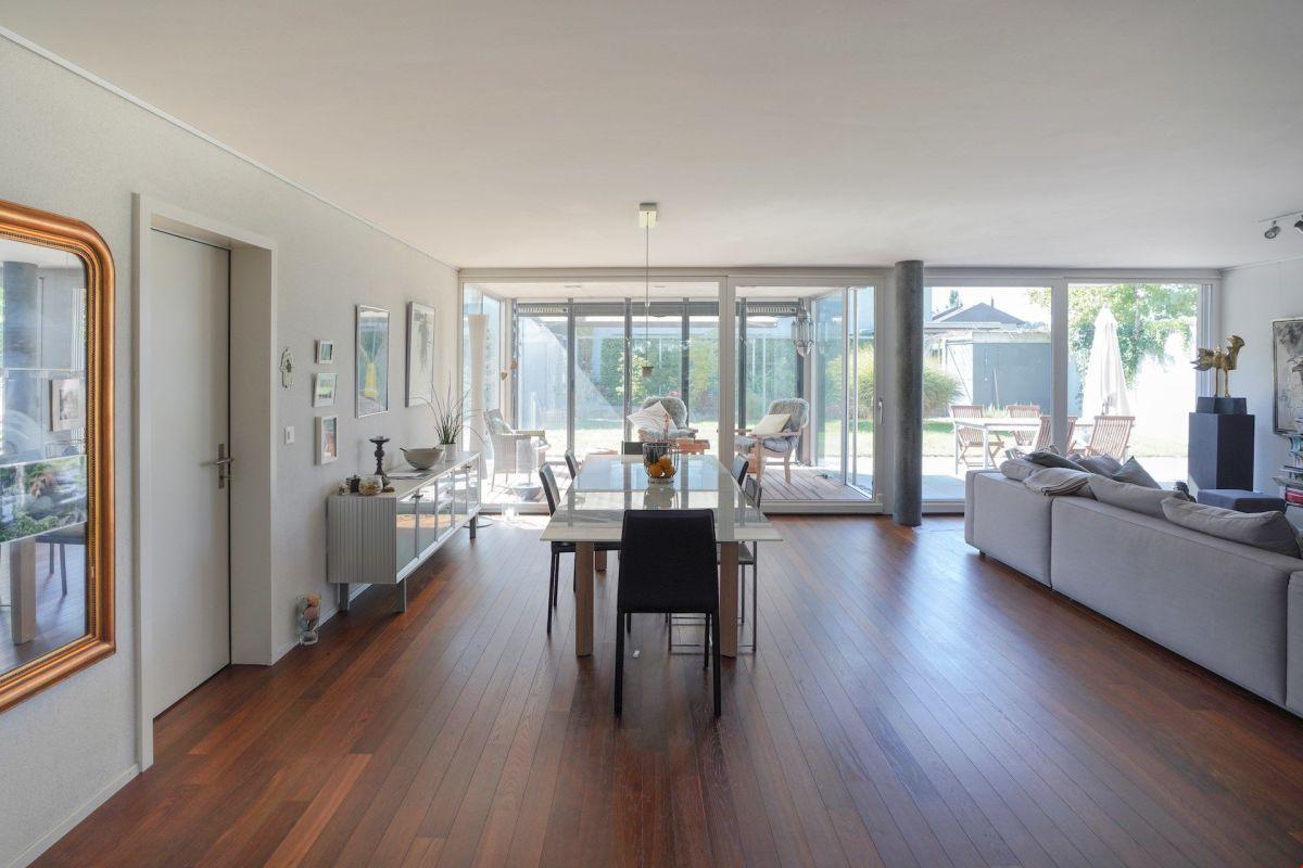 Moderne 5.5-Zimmer-Gartenwohnung mit Loggia - nur 20 Minuten von Bern