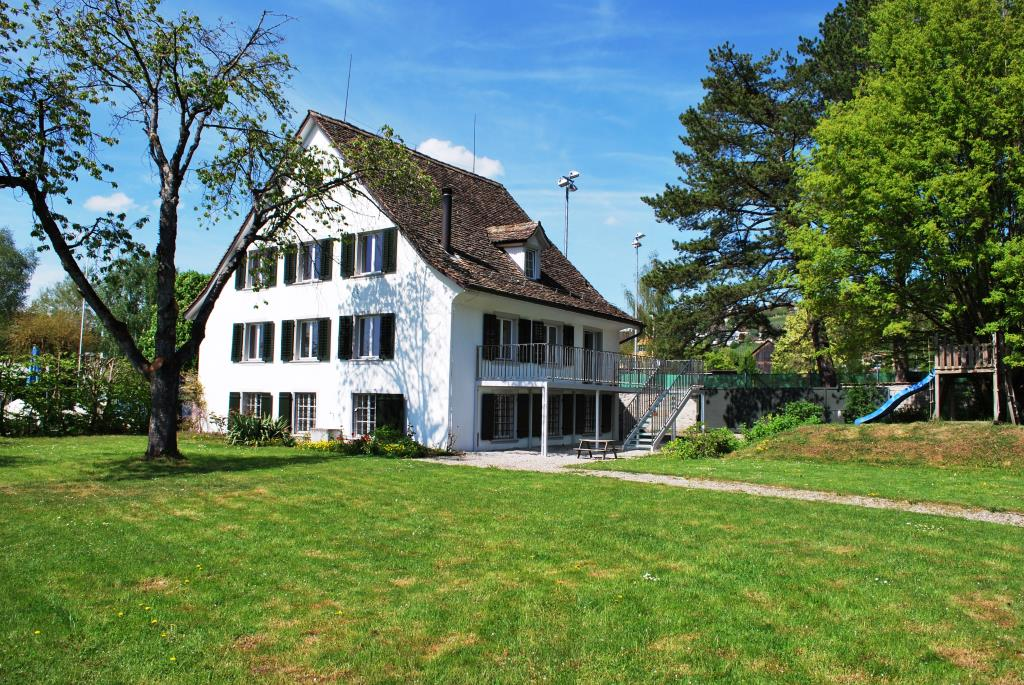 Zürichseehaus mit Privatpark und Seeanstoss