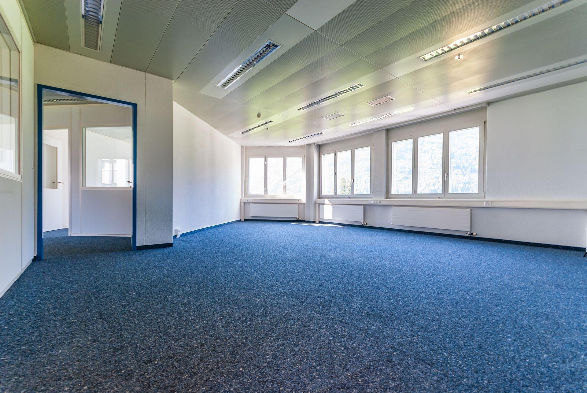 Miete: helle Büro- und Praxisräume an zentraler Lage