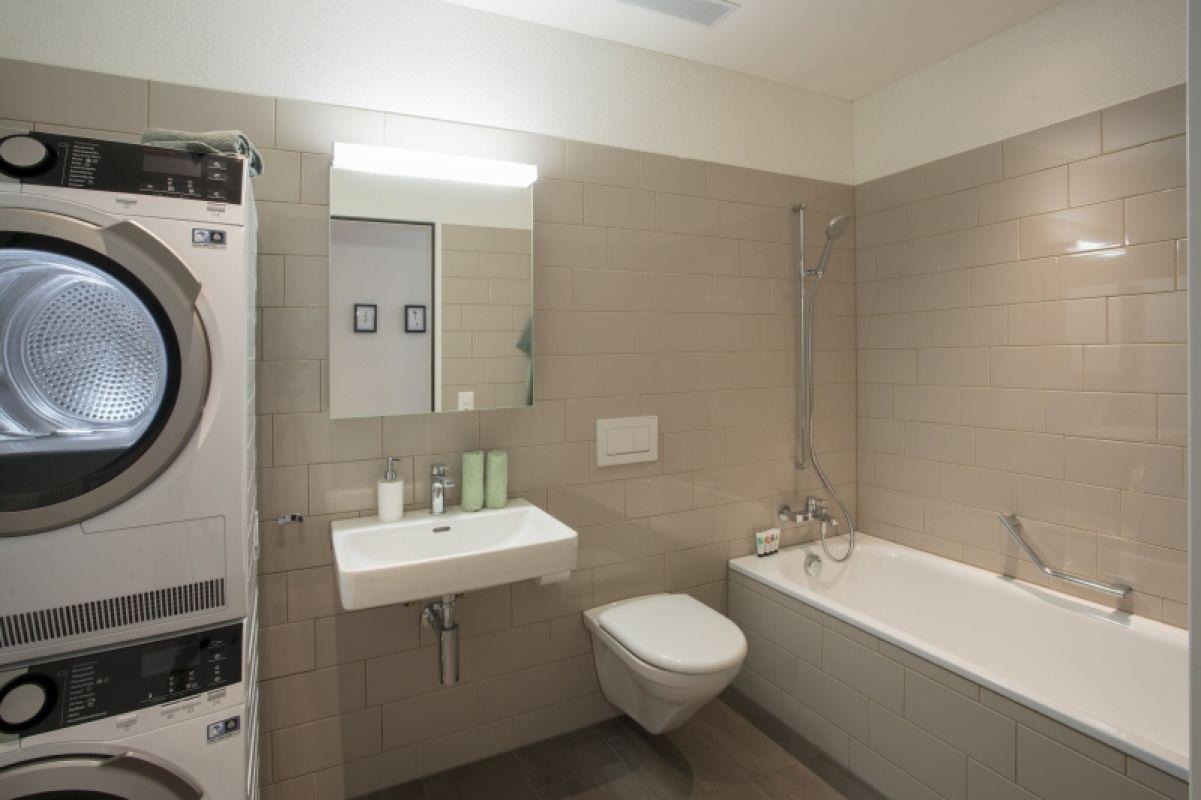 Badezimmer mit Waschmaschine - Tumbler