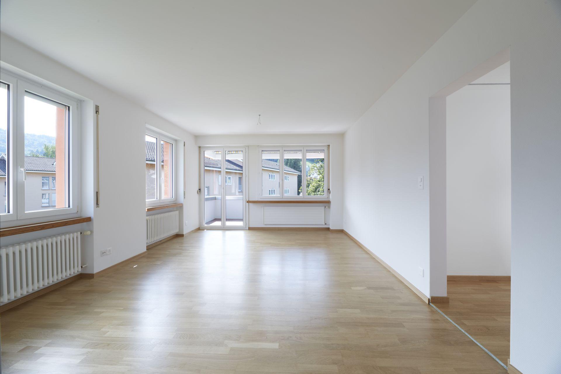 Miete: renovierte Wohnung mit 2 Balkonen