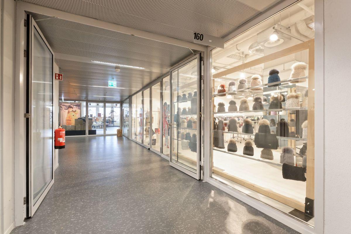 Showroom 160 - Aussenbereich - könnte mit Showroom 158 verbunden werden