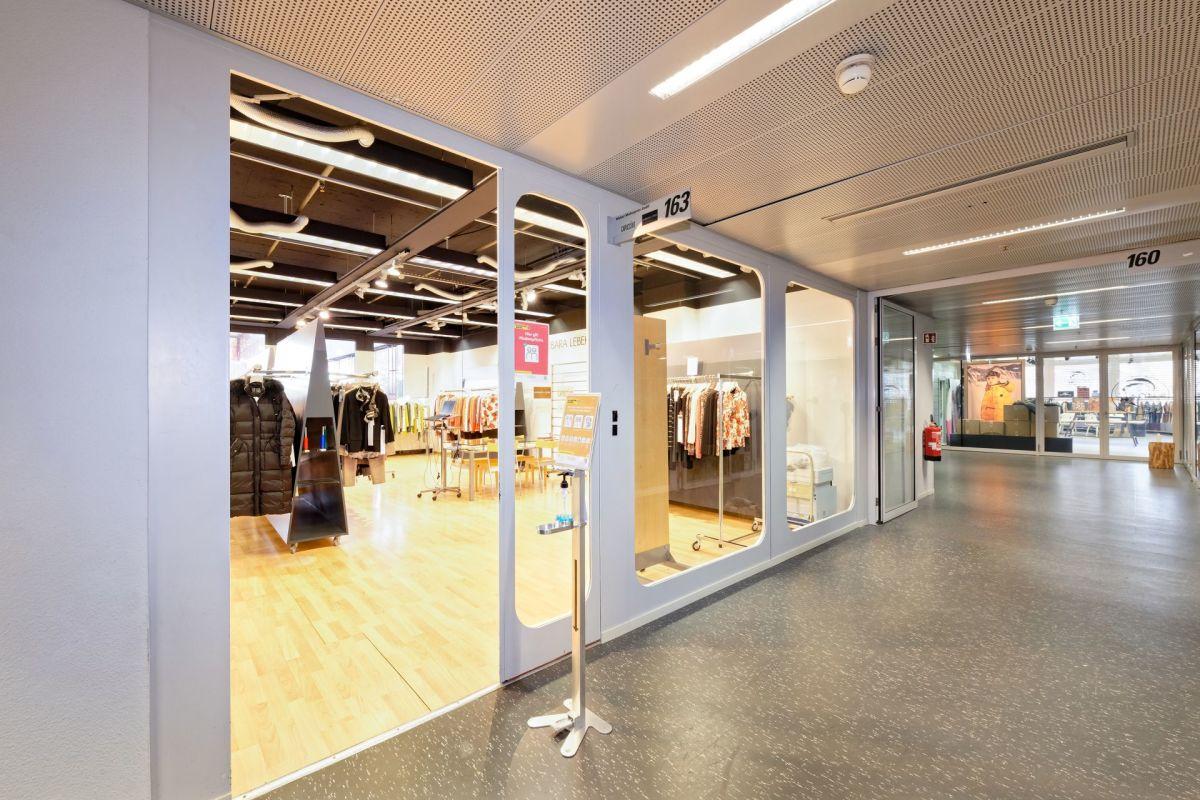 Showroom 163 - Aussenbereich - Eingang