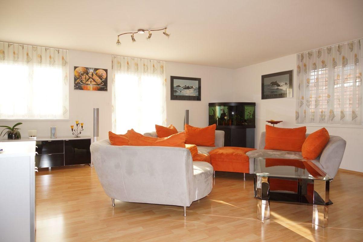 Grosszügiges Wohnzimmer