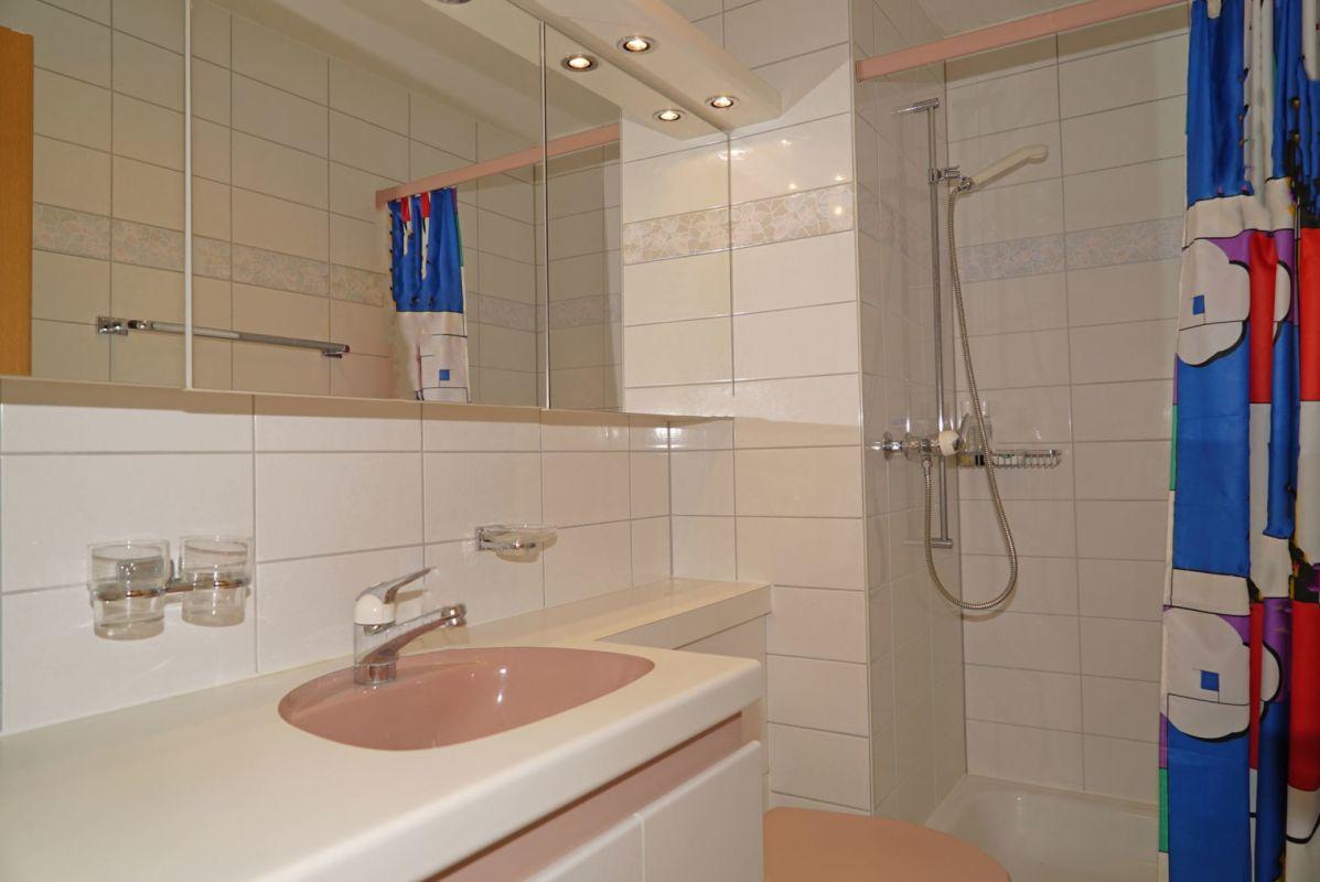 Separates WC mit Dusche