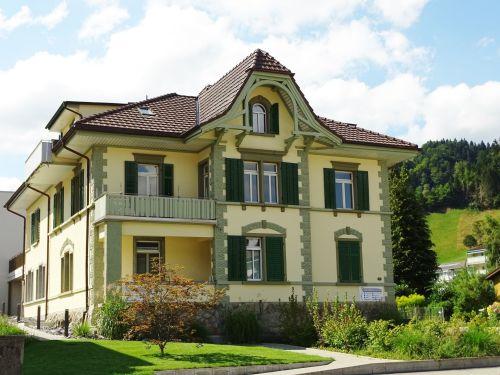 Kernsaniert: Stilvolle Landhaus-Villa zum Top-Preis!