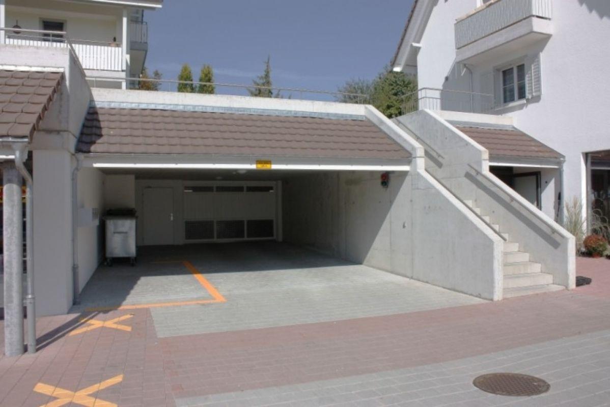 Zugang über Garagen-Haupttor