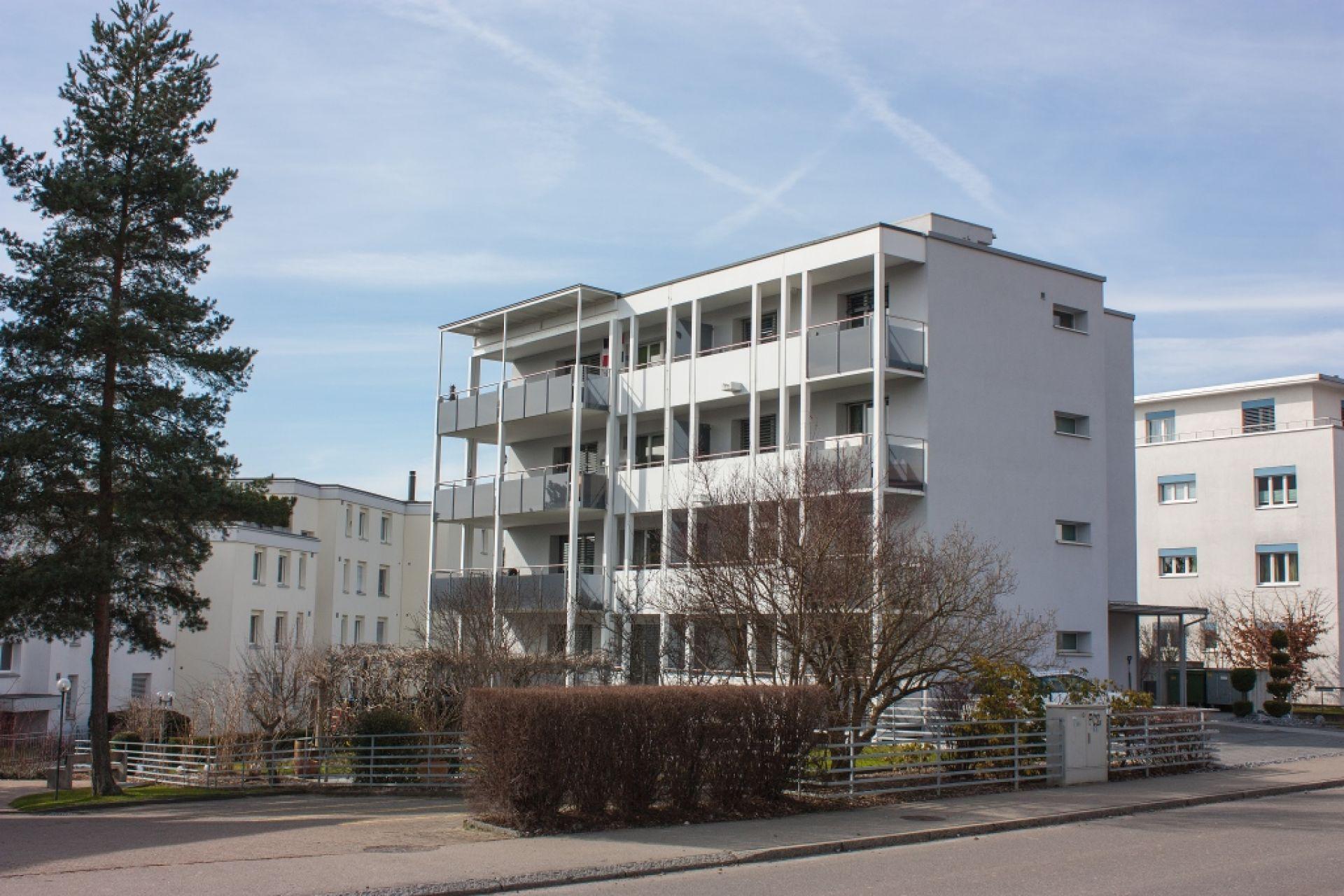Wohnung mit sonnigem Balkon in der Nähe Dorfkern