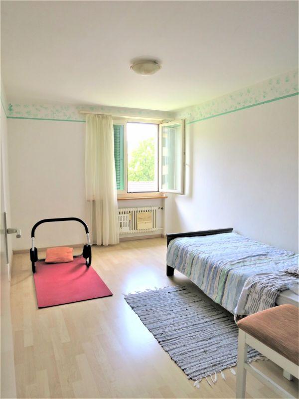 Kinder-Schlafzimmer, Wände komplett weiss gestrichen