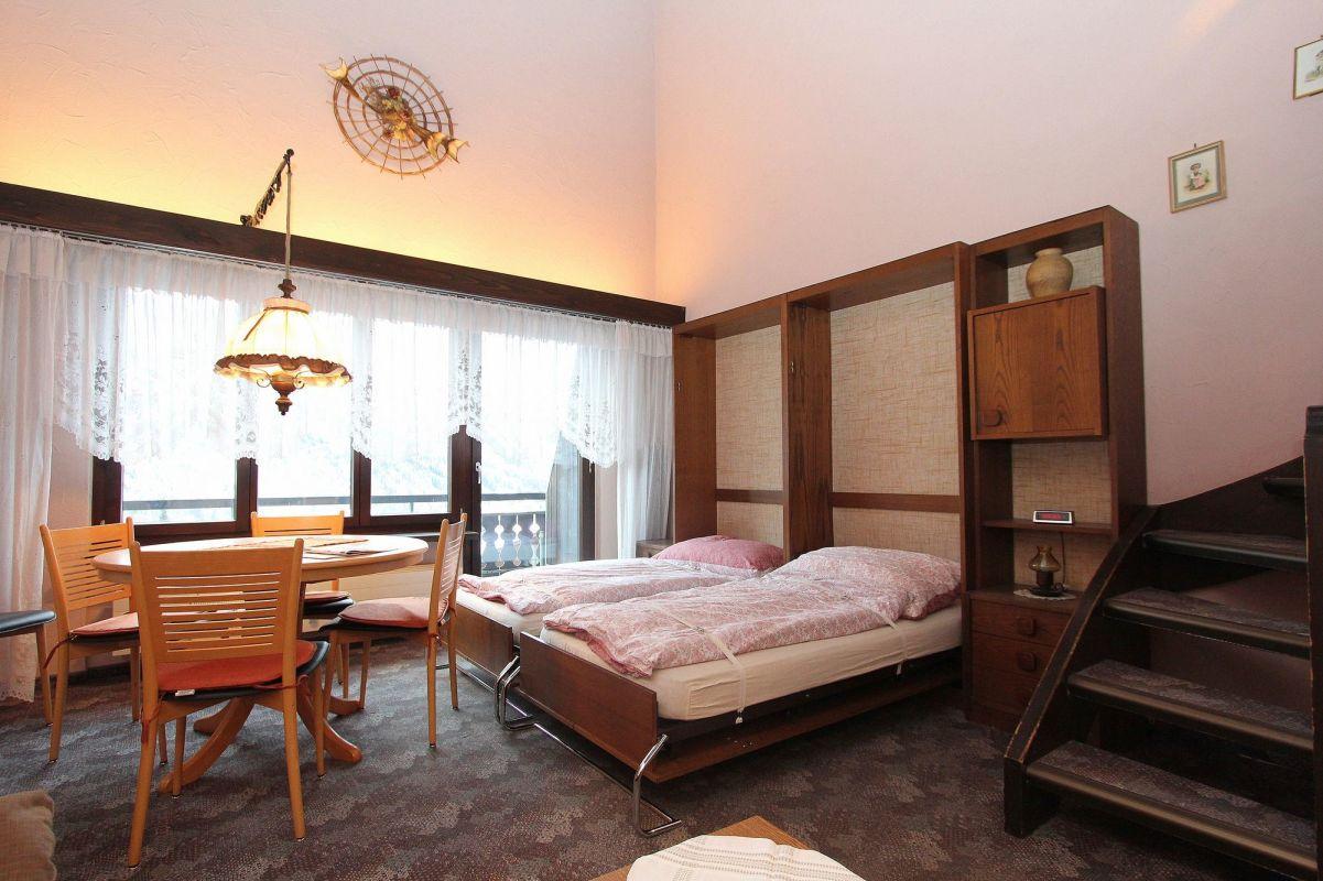 Schrankbett, mit zwei zusätzlichen Schlafmöglichkeiten