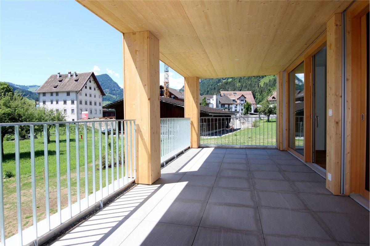 Gedeckter Balkon Zugang von Wohnzimmer