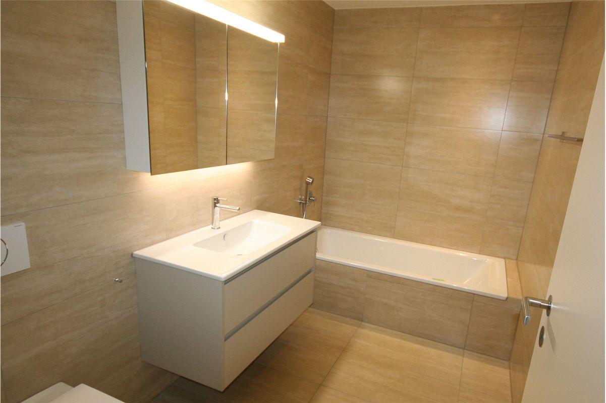 Badewanne, WC, Lavabo