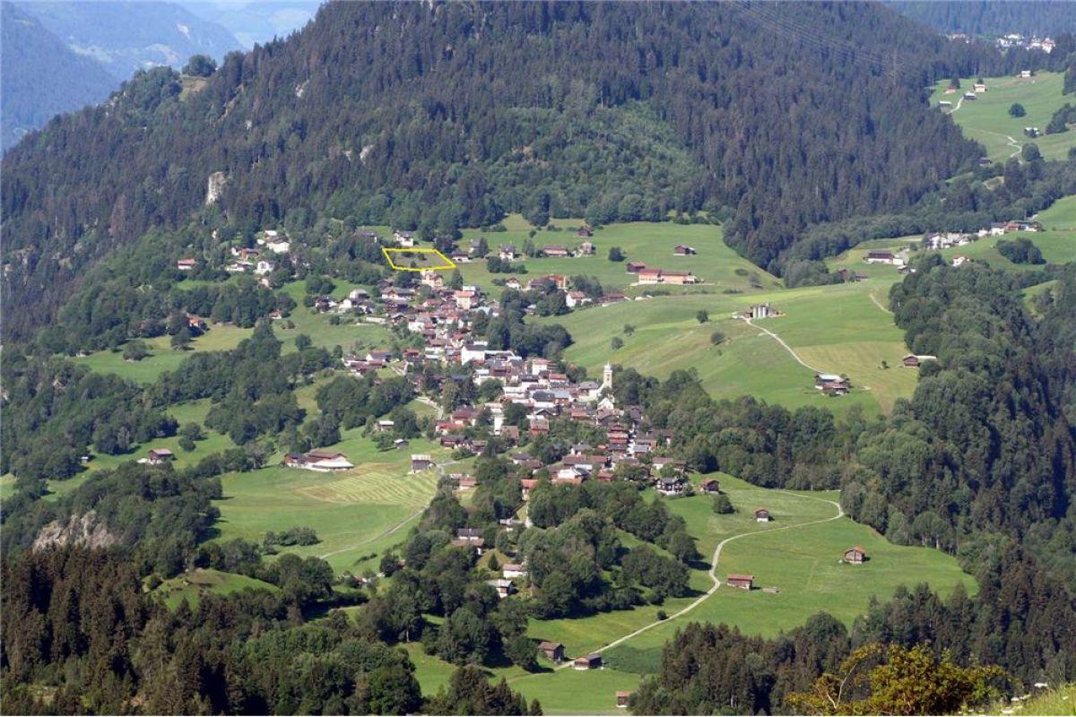 """Bauland """"Scuein Sura"""" in Waltensburg/Vuorz"""