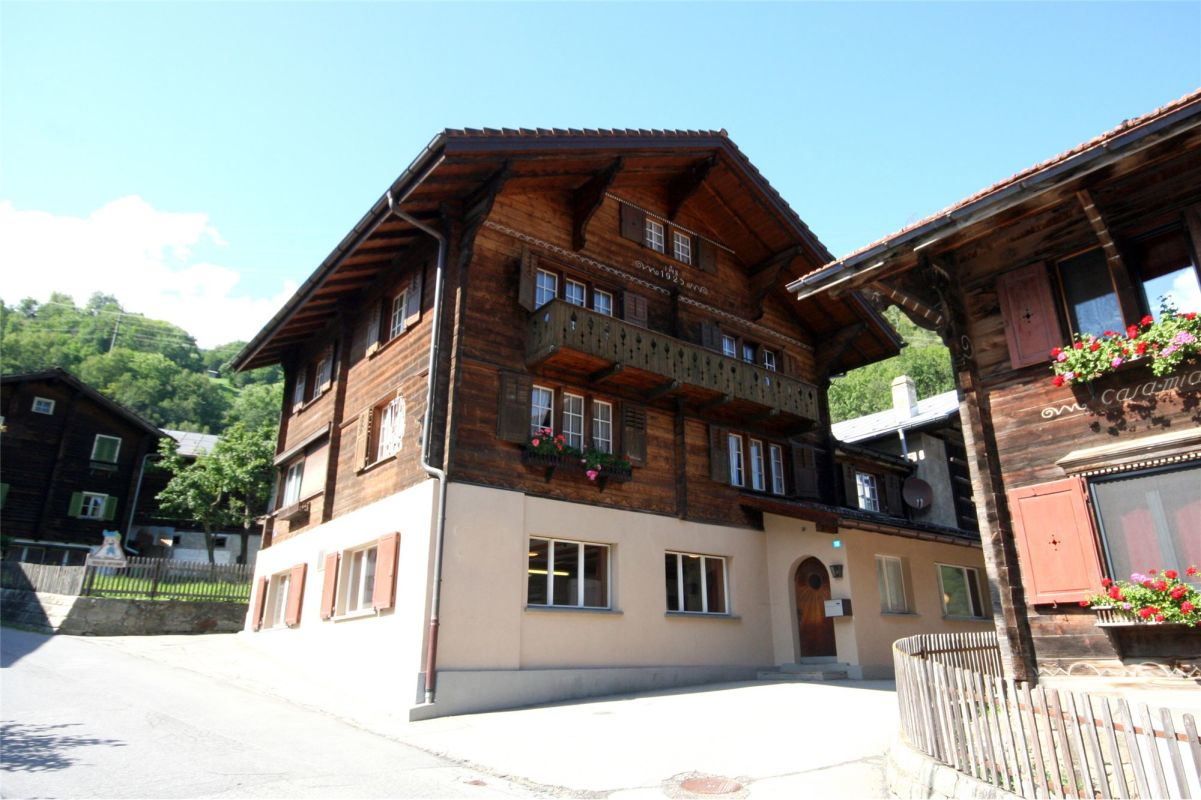 Grosszügiges Wohnhaus mit Stall