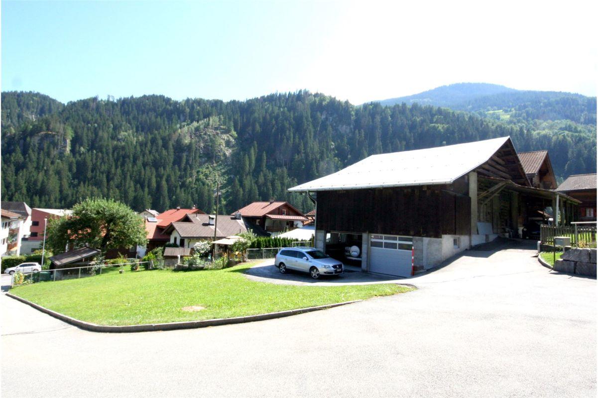 Ansicht Garage mit Vorplatz