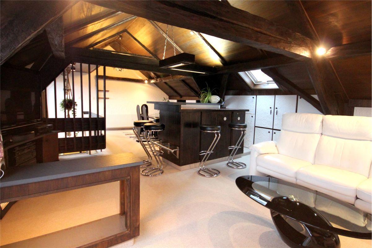 Dachgeschoss mit Bar/Cheminée und Balkonen