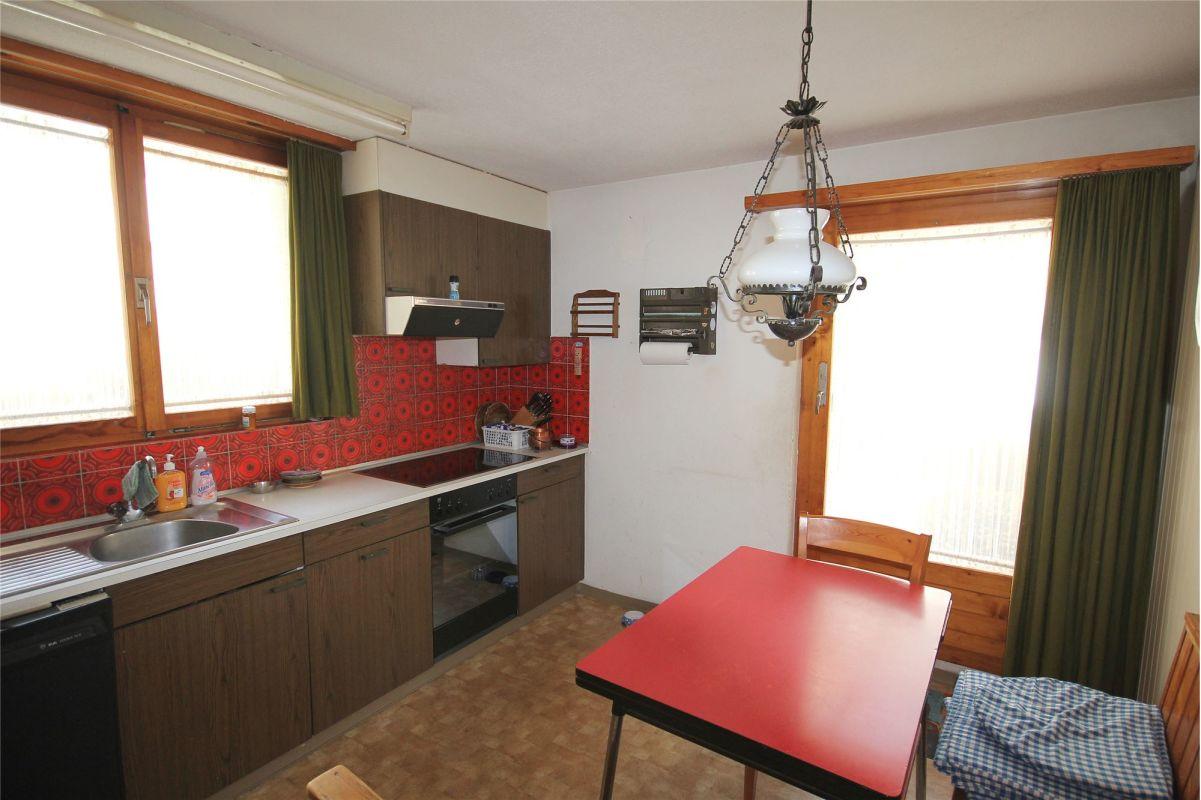Wohnküche mit Zugang zu Terrasse