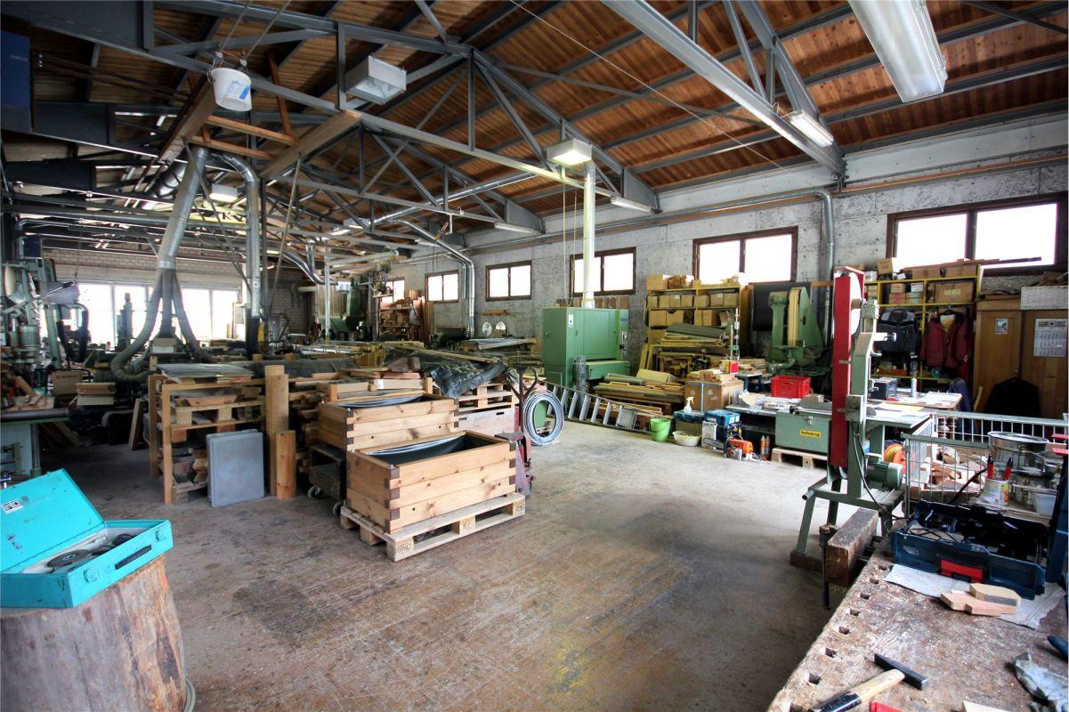 Zweigeschossige Gewerbeliegenschaft - Fabrikations-/Produktionshalle
