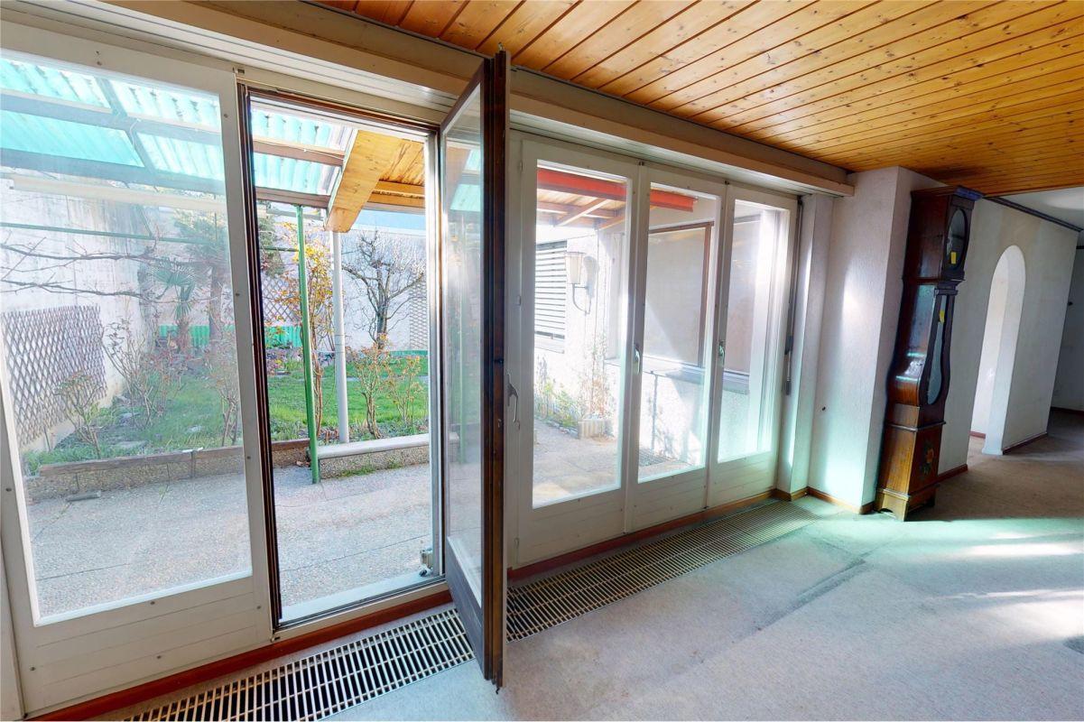 Wohnzimmer Richtung Sitzplatz/Garten