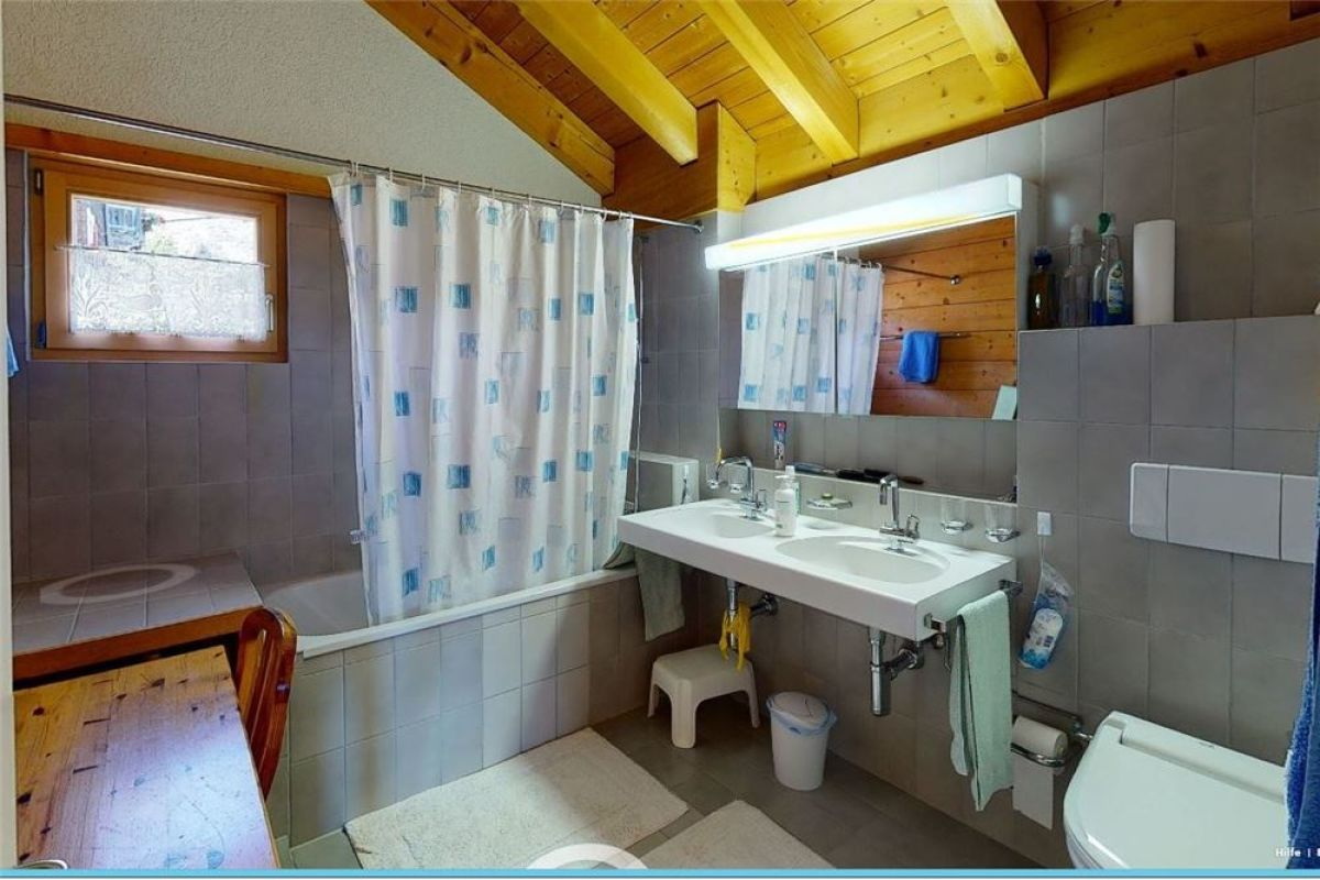 Badewanne, Doppellavabo, WC - 4 ½ Zimmerwohnung