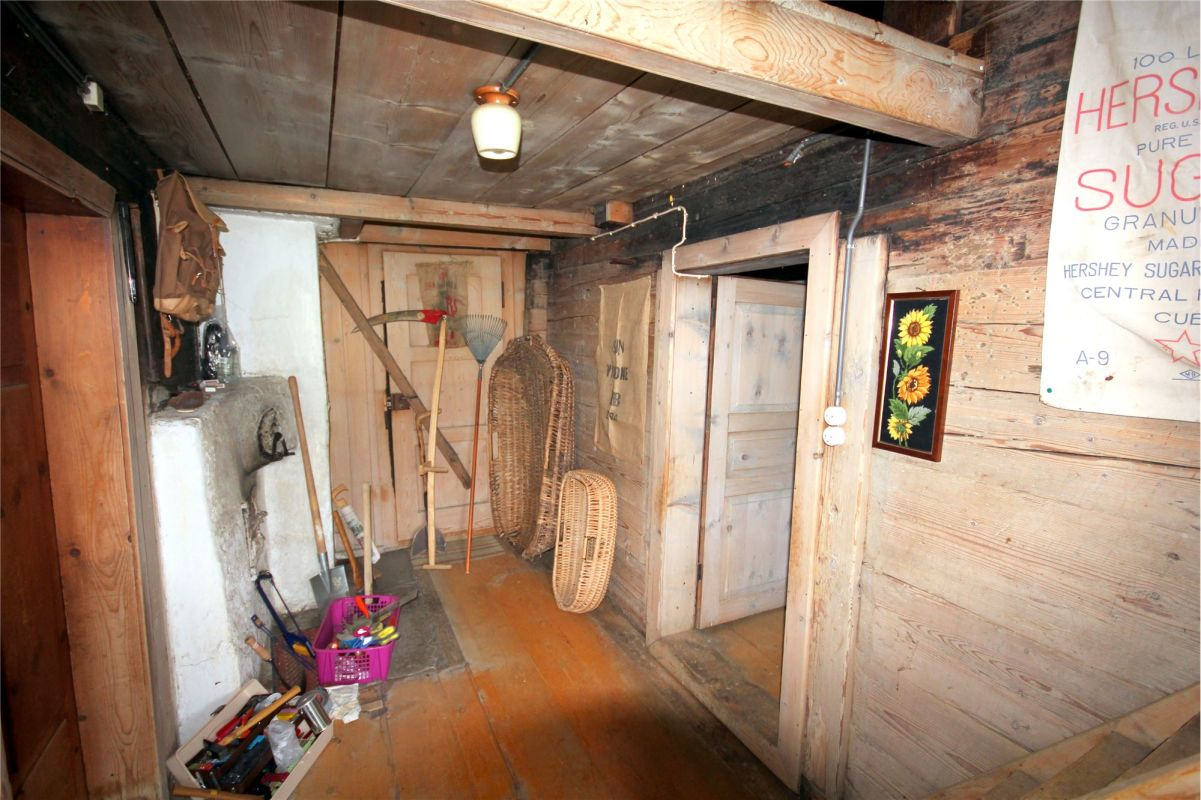 Gang - rechts Zugang Küche - links Zugang Wohnzimmer/Stube