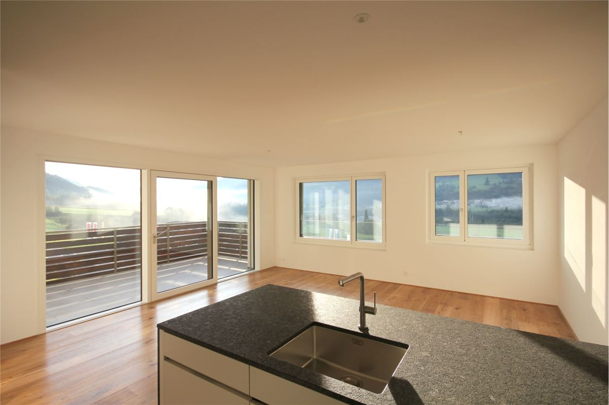 Küche / Wohnbereich und Balkon