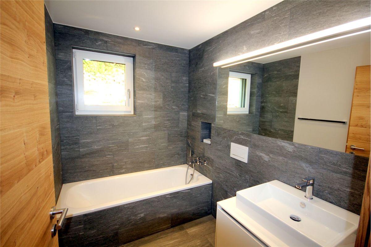 Badewanne, WC und Lavabo
